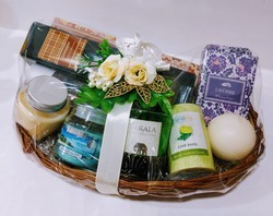 Fragrance gift hamper