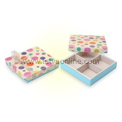 Beige / Turquiose Empty Foldable Boxes