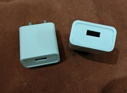 White One USB charger with PC Material