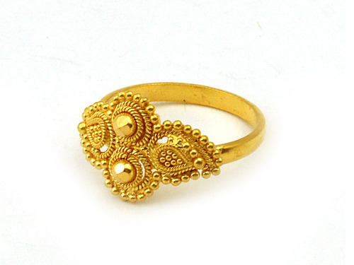 Gold Jewelry Antique Gold Earrings Wholesaler from Mumbai