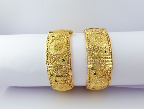 Bhanu diam Alloy Gold Plated Super Finished Pair Of Bangle