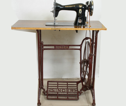 Singer Sewing Machine With Stand Table