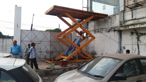 Mild Steel Hydraulic Car Lifting Scissor Type Elevator Table Size