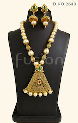 Traditional Antique Pearl Kundan Pendant Set