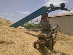 Hammer Mill With Discharge Conveyor