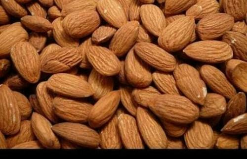 Almonds Ng Size We Plastic Bag Of 25 Kg And Have Packet