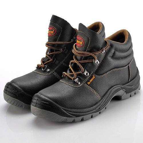 Industrial Safety Shoes, Industrial Safety & Work Shoes, Industrial  Protective Footwear, Industrial Safety Footwear, Hunter Safety Shoes,  सेफ्टी शूज in Sardar Complex, Surat , A-One Fire Safety Services   ID:  13663348562