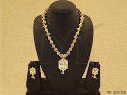 Textured Design Thewa Necklace
