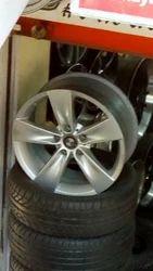 Wholesaler of Innova MAG Wheel & Mahindra Scrpio by HKGN Tyres