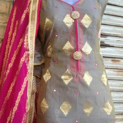 Ladies Chunni Suit