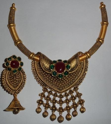 Antique Gold Kundan Necklace Set