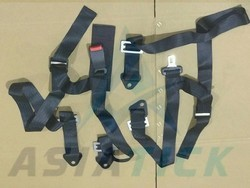 Sparco replica seat belts for cars