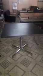 Cafe Chair Brown Cafe Table, Seating Capacity: 2