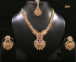 Pretty Copper Mang Tika With Necklace Set