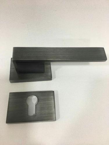 Heavy Door Tools Cabinet Door Looker Manufacturer From New Delhi