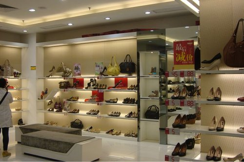 Perfect Retail Shop Interior Decoration Service