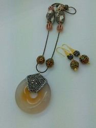 Antic glass stone necklace