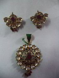 Kundan Meena Pendant Set