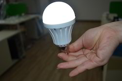 Emergency AC and DC LED Bulb