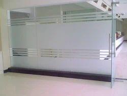 Transparent Toughened Glass, Size: 101-500 Square Feet, Shape: Flat