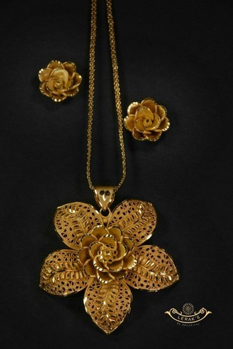 Gold plated pendant at rs 450 number sona chadha laket leraks gold plated pendant mozeypictures