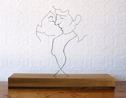 Kissing Couple In Wire Metal Art