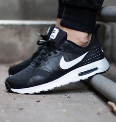 Men Nike Tavas Sports Shoes