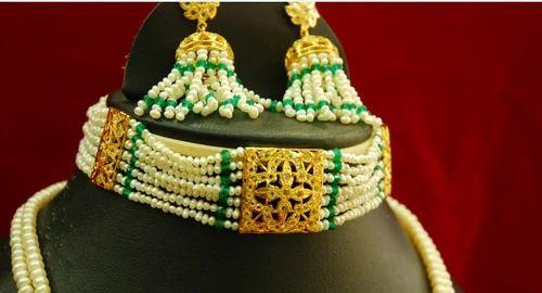 5d4e6d555544b Stylish Guluband Pearl Set
