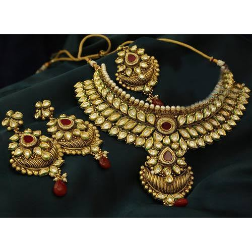 Kundan Jewelry Set: Gold Kundan Necklace Set