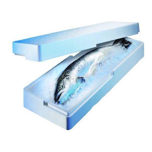 魚を運ぶ発泡スチロール