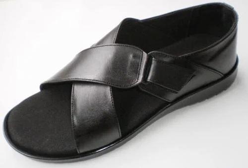 4682022910a Men s Diabetic Sandals