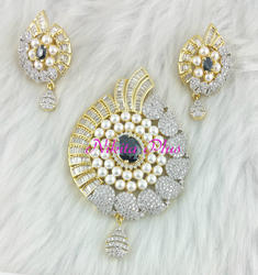 Antique Pearl Pendant Set