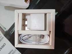 White 2.4A Mobile Charger
