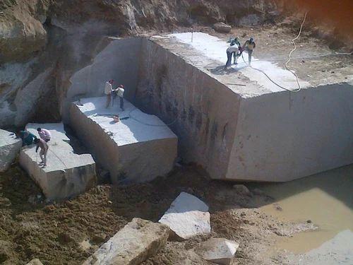 Maharaja Stone Crystal Yellow Rough Granite Blocks