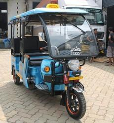 J1000S Battery Operated E Rickshaws .