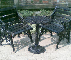 I&E Black Cast Iron Chair with Table, for Outdoor