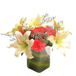 pot lilies, christmas lilies, wood lilies, spring lilies, cross lilies, glass lilies, blue lilies, on gl vase with lilies