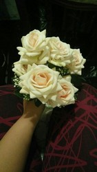 Hyperboles artificial white rose bunch