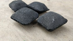 Black Pillow Shape BBQ Charcoal Briquettes, For Burning And Beverage Industry, Packaging Type: Loose