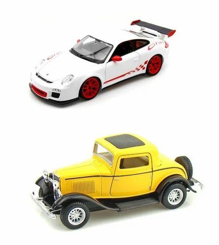 Toys - Kinsmart Diecast 1:38 Scale 1999 Lincoln Town Car