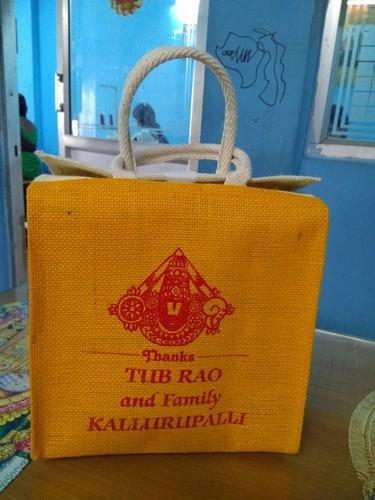 Red Printed Wedding Gift Bag, Capacity: 3 Kg, Bag Size (Inches): 10x12x4