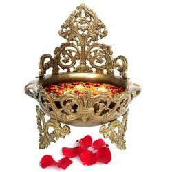 Brass Pot Unique Table Showpiece Gift Item Urli Pot For Decor Manufacturer