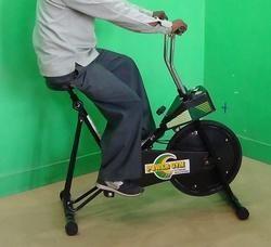 黑色重型家用IMI-2884单车练习器(强力健身房),供家庭使用