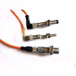 具有连接器的Paras接近传感器