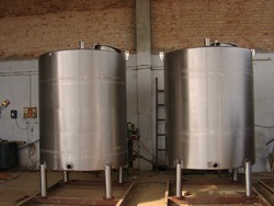 Stainless Steel 304 Pulp Storage Tank, Capacity: 1000L