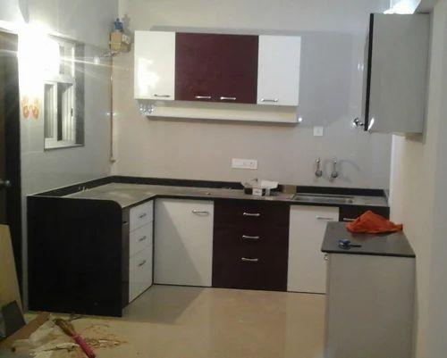 Wood Maroon And White Kitchen Cabinet Rs 1000 Square Feet Ganraj Modular Kitchen Furniture Id 15413229455