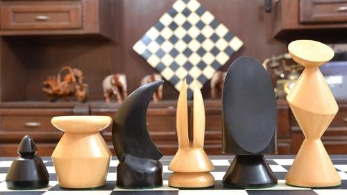 1943 44 Max Ernst Chess Set In Stained Dyed / Boxwood S1294