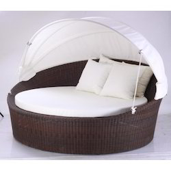 Wicker Round Day Bed
