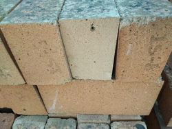 Brick Red Cold Refractory Bricks, Size: 9 In. X 4 In. X 3 In., for Side Walls