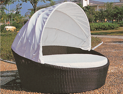 Oyster Shell Style 4 Wicker Day Bed